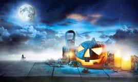 Potiron fantasmagorique de Halloween sur les planches en bois Photographie stock