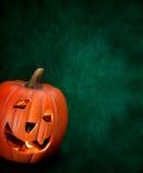 Potiron orange de Halloween avec la lumière à l'intérieur, espace publicitaire, Photographie stock libre de droits