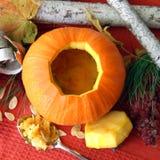 Potiron ouvert découpé de Halloween photographie stock libre de droits