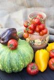 Potiron, tomates, poivre et cruche verts Image stock