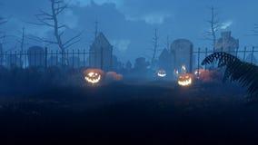 Potirons de Halloween au cimetière effrayant 4K de nuit banque de vidéos