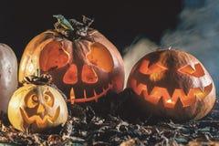 Potirons de Halloween au fond en bois Photo libre de droits