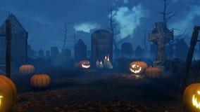 potirons de Jack-o-lanterne au cimetière fantasmagorique 4K de nuit banque de vidéos