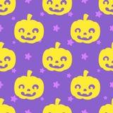 Potirons drôles de Halloween sur le fond pourpre avec le profil sous convention astérisque Photographie stock libre de droits