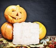 Potirons pour Halloween et feuille de papier Image libre de droits