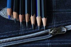 Potloden in lijn stock afbeelding