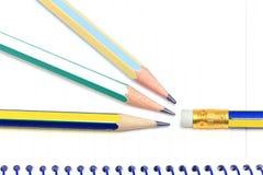 Potloden op notitieboekje royalty-vrije stock afbeelding