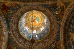 Potlogi, Rumania - 12 de agosto de 2018: Detalle de paiting interior de la bóveda de la estructura de Dimitrie Orthodox Church de fotografía de archivo