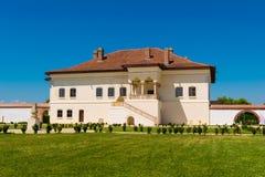 Potlogi Rumunia, Sierpień, - 12, 2018: Widok wznawiająca brancovenesc stylu pałac budowa wojewoda Constantin Brincoveanu przy Pot obrazy royalty free