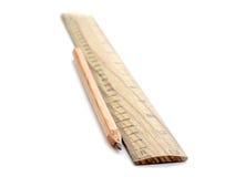Potlood die een rechte lijn trekken Stock Foto's