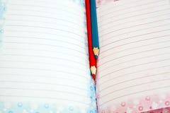 Potlood en notitieboekje. Stock Afbeelding