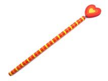 Potlood met rood en geel hart van liefde stock afbeeldingen