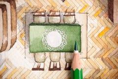 Potlood op dinerlijst met de illustratie van het kanttafelkleed Stock Foto