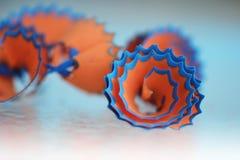Potloodspaanders in sinaasappel en blauw stock afbeeldingen