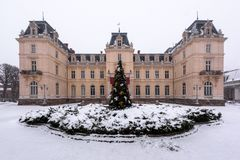 Potocki宫殿在冬时的利沃夫州 免版税图库摄影