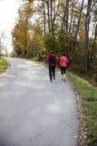 Potomstwa dobierają się bieg na pogodnym jesień dniu Fotografia Royalty Free