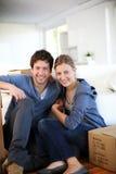 Potomstwa dobierają się ostatnio poruszonego w nowego dom zdjęcia royalty free