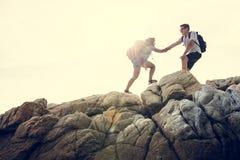 Potomstwa dobierają się podróżować wpólnie na wzgórzu zdjęcie stock