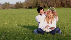 Potomstwa dobierają się z cyfrową pastylką głowy telefony zbiory