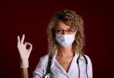 Potomstwa fabrykują kobiety z stetoskopu przedstawienie obrazy stock