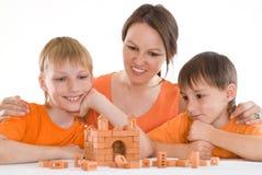 Potomstwa matkują z dwa synami zdjęcie royalty free