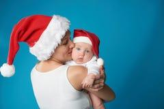 Potomstwa matkują z jej słodkim dzieckiem obraz stock