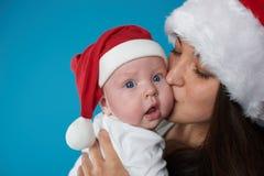 Potomstwa matkują z jej słodkim dzieckiem fotografia stock