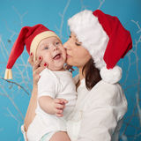 Potomstwa matkują z jej słodkim dzieckiem zdjęcia stock