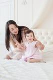 Potomstwa matkują z małą córką przy houme Obraz Royalty Free