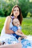 Potomstwa Matkują z jej synem, Cerebralnego palsy Obrazy Stock