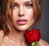 Potomstwa modelują z naturalnym makeup i perfect skórą obraz royalty free