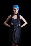 Potomstwa odchudzają goth kobiety z błękitnym włosy Zdjęcie Royalty Free