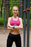 Potomstwa odchudzają kobieta sportów portret na podstawie szkolenia Obraz Royalty Free