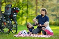Potomstwa ojcują i jego córki ma pinkin Fotografia Royalty Free