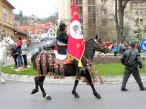Potomstwa siedzieli na koniu w w centrum Brasov Obrazy Stock