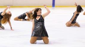 Potomstwa zespalają się od szkoły łyżwiarstwo na lodzie wykonują przy Międzynarodową filiżanką Ciutat de Barcelona Obraz Royalty Free