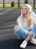 Potomstwo dosyć modna blondynka Obrazy Stock