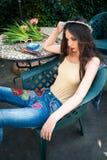 Potomstwo mody kobieta w nagiej postaci błękita i koloru boho projektuje j obraz stock