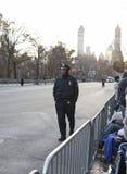 Potomstwo oficer chodzi Macy trasę Zdjęcia Stock