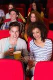 Potomstwo para ogląda film zdjęcie royalty free