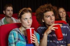 Potomstwo para ogląda film Zdjęcia Stock