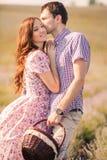 Potomstwo para w miłości plenerowej zdjęcie stock
