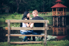 Potomstwo para w parku Fotografia Stock