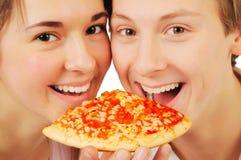Potomstwo pary łasowania pizza Obraz Royalty Free