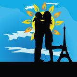 Potomstwo pary całowanie przed wierza Zdjęcia Royalty Free