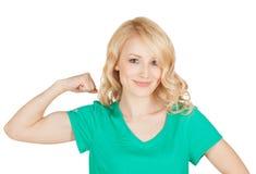 Potomstwo sporta kobieta pokazuje ona bicepsy Zdjęcie Stock