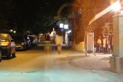 POTOS, ÎLE de THASSOS, GRÈCE - 24 juillet 2014 tirs de rue pendant la nuit avec la longue exposition Image stock