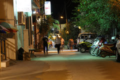 POTOS, ÎLE de THASSOS, GRÈCE - 24 juillet 2014 tirs de rue pendant la nuit avec la longue exposition Images libres de droits