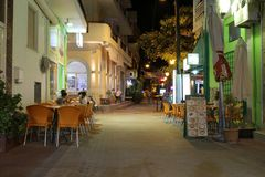 POTOS, ÎLE de THASSOS, GRÈCE - juillet 2014 tirs de rue pendant la nuit avec la longue exposition Photo stock