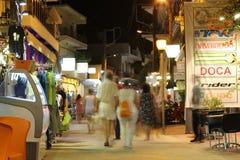 POTOS, ILHA de THASSOS, GRÉCIA - 24 de julho de 2014 tiros da rua na noite com exposição longa Fotos de Stock Royalty Free
